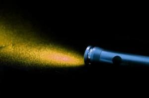 Lanternă cu lumină galbenă