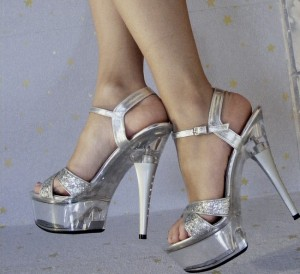 Sandale clear heels cu platformă și ankle strap