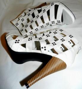 Sandale cu toc conic suplu pentru ținute casual estivale