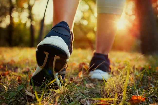 Mersul sportiv în aer liber