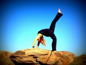 Postură yoga în aer liber